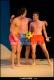 Scènes d'éte pour jeunes gens en maillots de bain